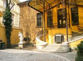Az Almássy palota